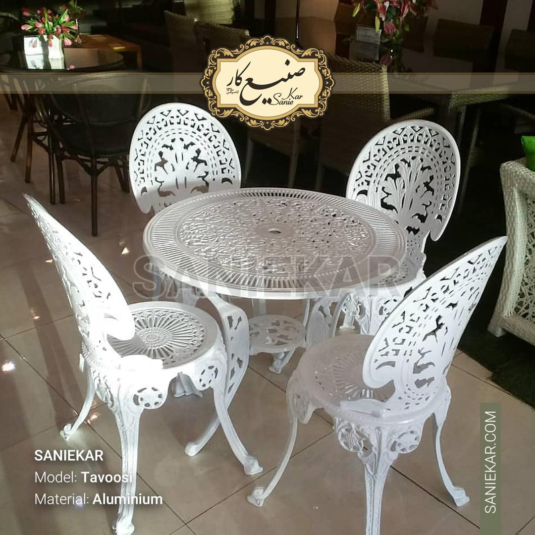 صندلی طاووسی سفید تراس فرفورژه